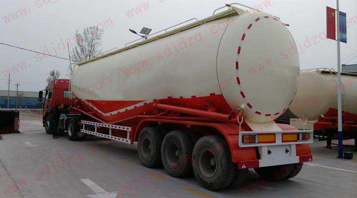 63立方低密度粉粒物料运输半挂车