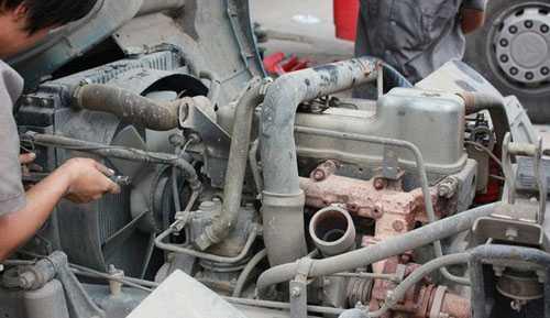 拆卸挂车散热器