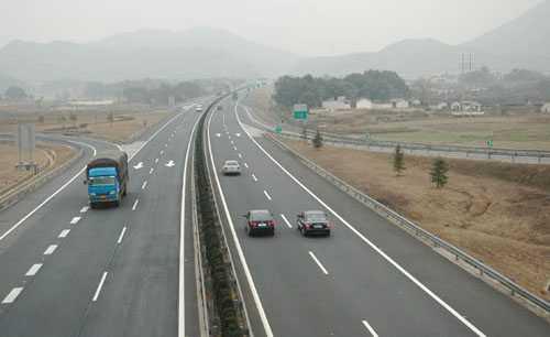 高速公路上行驶