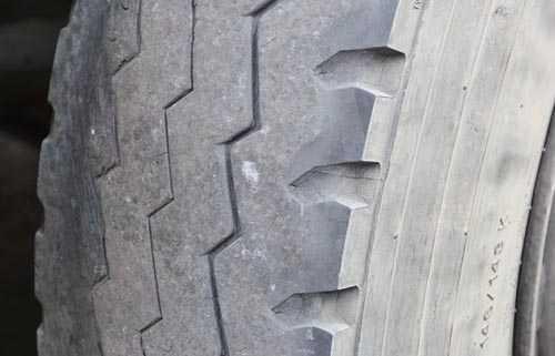 轮胎磨损异常,制动性能逊色双驱车型