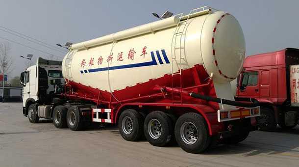 低密度粉粒物料运输半挂车 13米  65立方