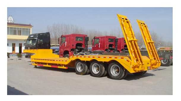 13米重型机械运输低平板半挂车