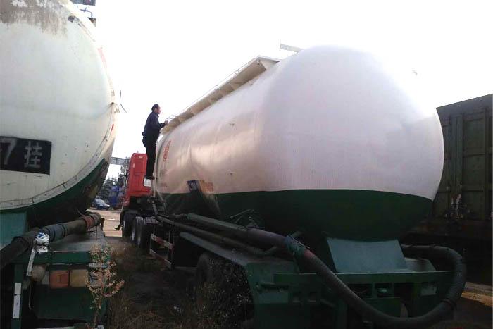 2011年中集凌宇50立方散装水泥罐实拍图2