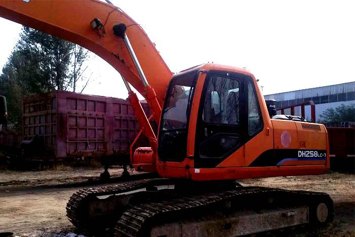 2010年大宇220挖掘机低价出售实拍图3