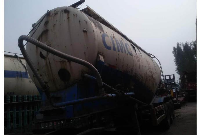 2012年中集东岳45立方水泥罐车实拍图1
