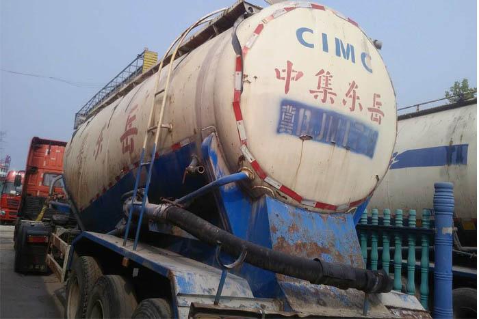 2012年中集东岳45立方水泥罐车实拍图2