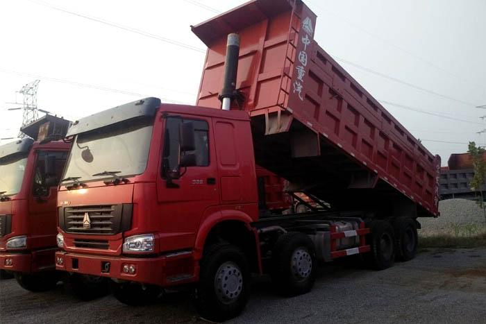 [济宁]2014年中国重汽前四后八336马力2014年库存自卸车有手续
