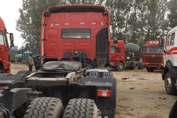 霸龙重卡2012年库存375马力双驱挂车实拍图2
