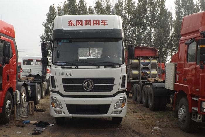 东风商用车2013年375马力双驱挂车实拍图2