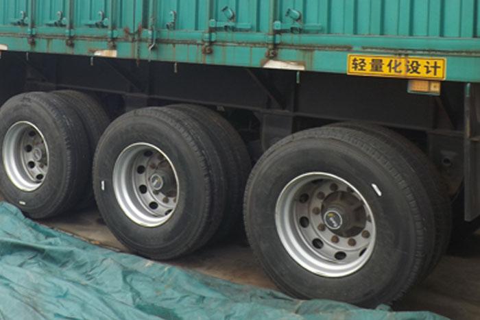 国五2014库存中国重汽340马力双驱牵引车 有11米高厢挂车实拍图1