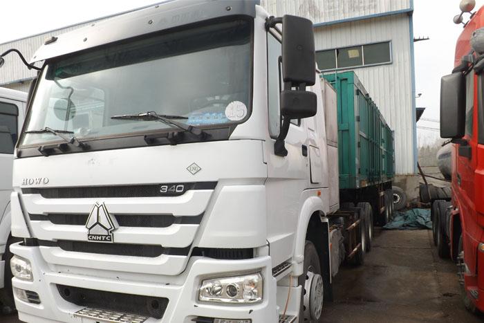 国五2014库存中国重汽340马力双驱牵引车 有11米高厢挂车实拍图4