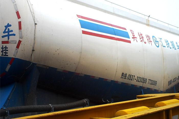 2014年65立方散装水泥罐车 有手续实拍图1