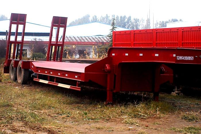 低价出售13米低平板半挂干 挖机运输车
