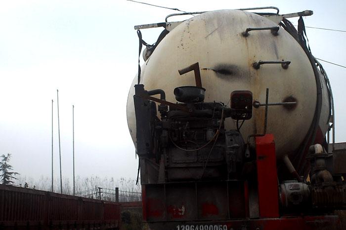 2014年55立方散装水泥罐车 有手续实拍图1