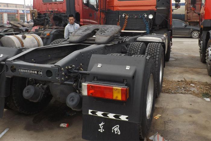 2013年东风天龙420马力牵引车实拍图2