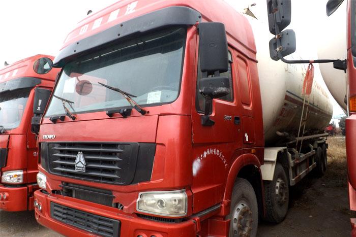 [济宁]2011年中国重汽336马力前四后八水泥罐车