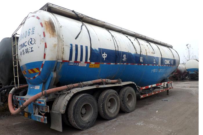 2012年75立方散装水泥罐车实拍图2
